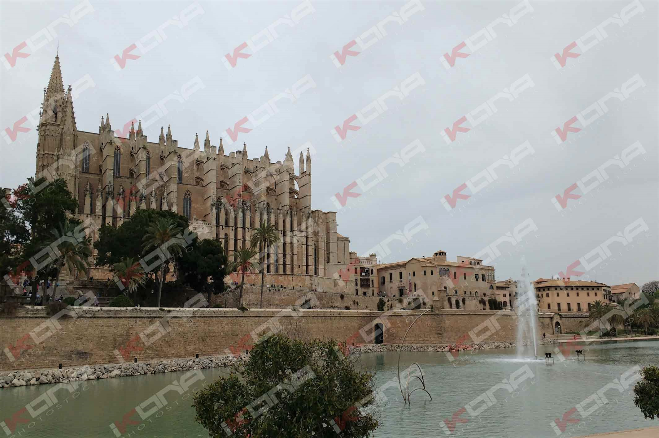 Palma de mallorca cathedral gaudi spain 2016 ikona stock for Kenay home mallorca